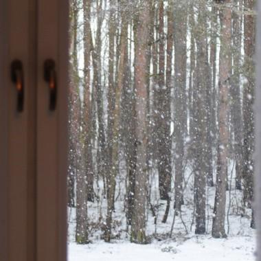 I z tego okna biało w lasku :)