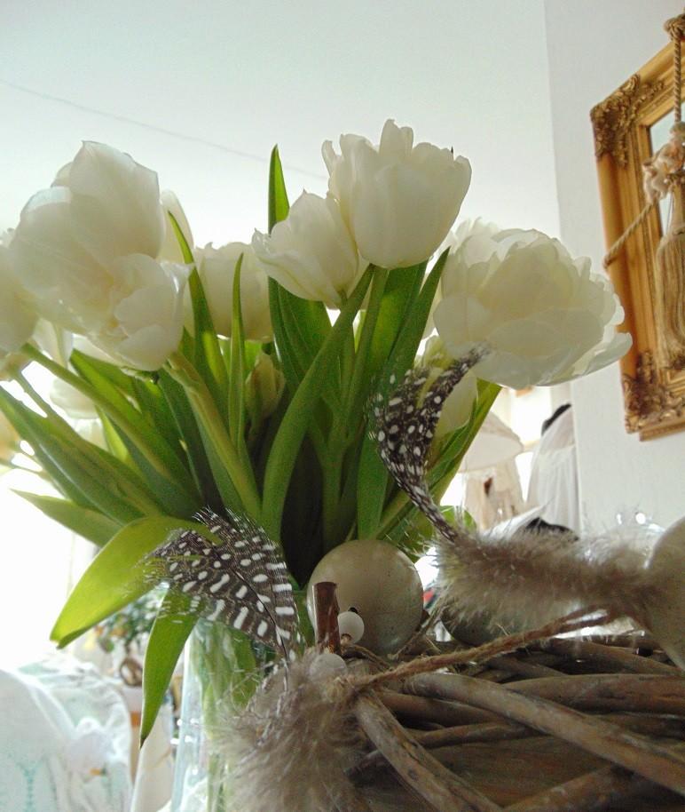 Pozostałe, Wiosennie............ - ...............i białe tulipany...................