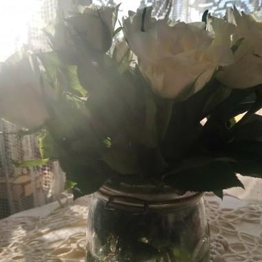 .................i białe róże...............