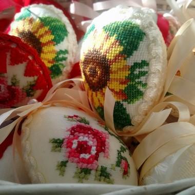 ...........i jajeczka...........haftowane...............