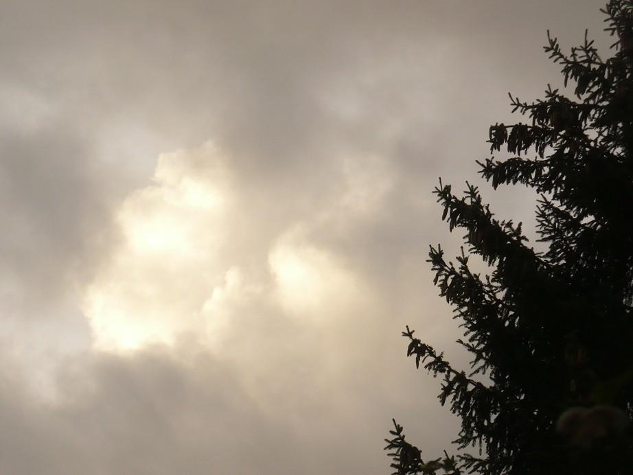 Pozostałe, Jeszcze październik............. - ................i jesienne chmury..............