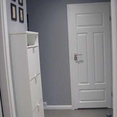 moje marzenie: białe drzwi i szerokie listwy przypodłogowe
