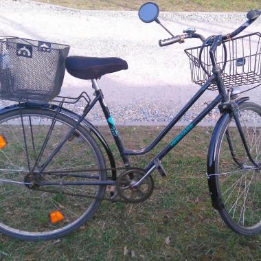 Stary rower w nowej odsłonie! Zobacz jakie to łatwe! Po więcej zapraszamy na http://dekostacja.pl/2016/06/28/metamorfoza-roweru/