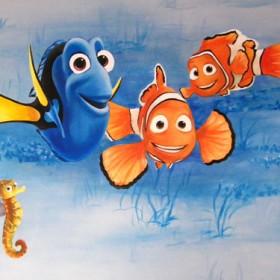 """""""Rybka Nemo"""" malowana na ścianie"""