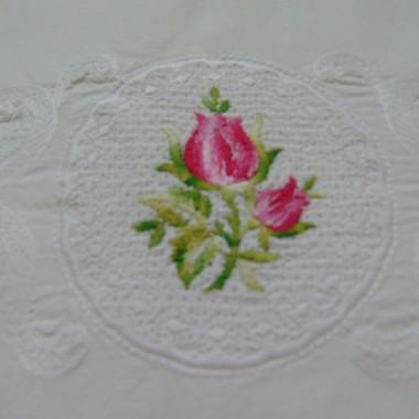 ...............podusia haftowana w róże...............