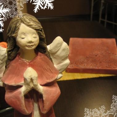 """płaskorzeźba """"Choinka świąteczna"""" i figurka """"Aniołek Eufecja"""" w  wersji bordo"""