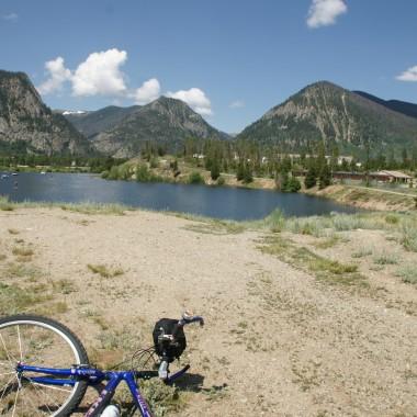 Czynne wakacje w Colorado latem (wedrowki gorskie, plywanie po jeziorze i wycieczki rowerowe).W Colorado nie tylko natry zima :-)  Wysokosc ponad 3 km n.p.m.