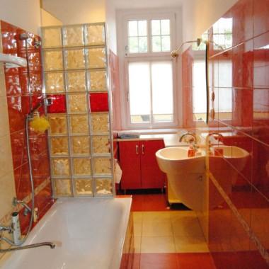 Łazienka kremowo czerwona :)