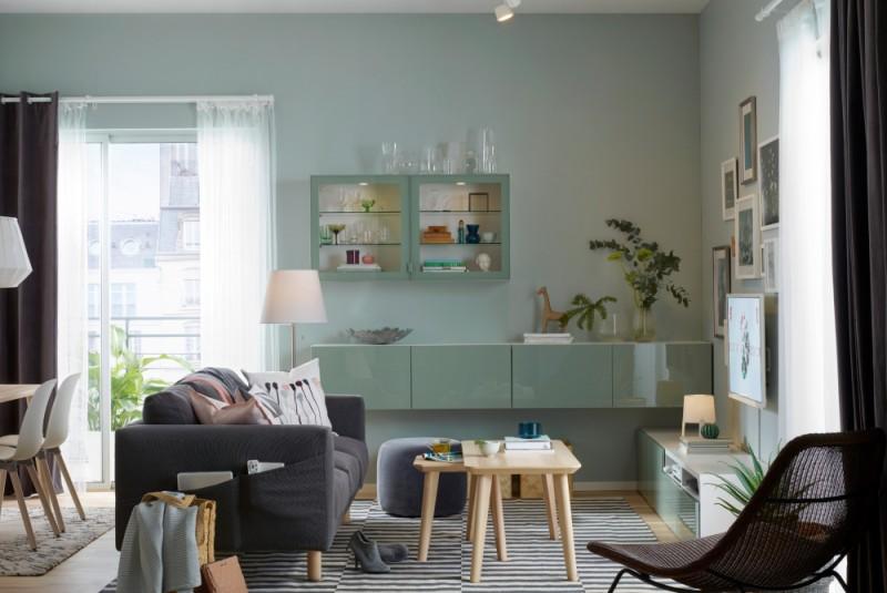 Ściana z telewizorem w salonie – jak zaaranżować?