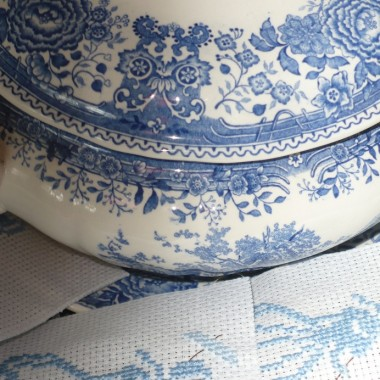 ..............i porcelanka ..........i niebieskie haftowanki .................