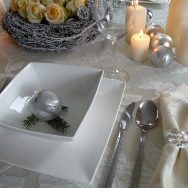 Pomysły na nakrycie świątecznego stołu.