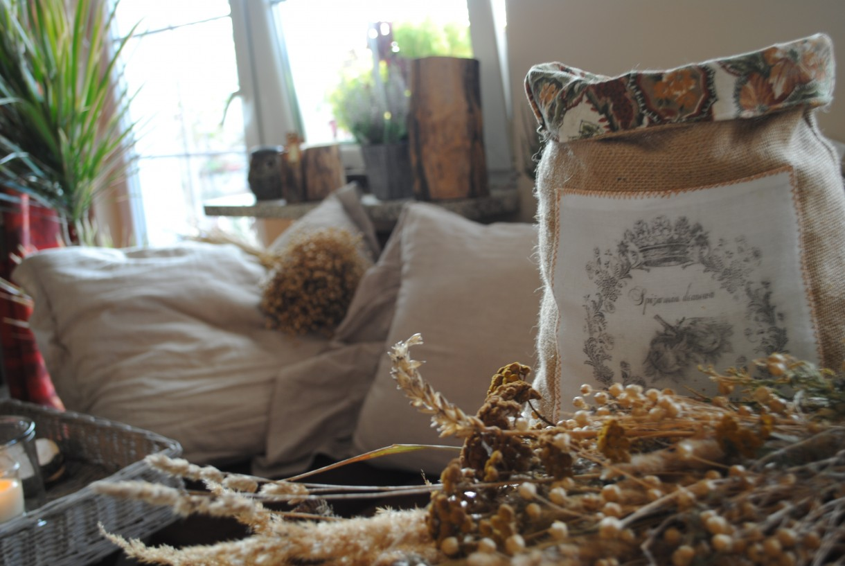 Dekoratorzy, Lniane lato - A i woreczek na orzechy ze zgrzebnego lnu.