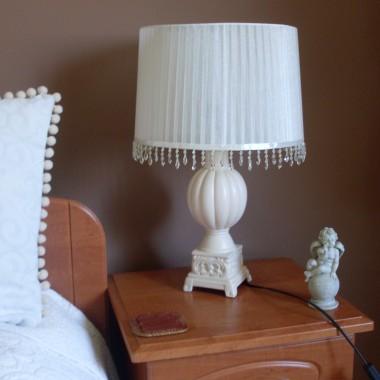 Lampy przemalowalam ,kupilam nowe klosze ,doszylam koraliki i tak oto stworzylam moje wymarzone lampki:)
