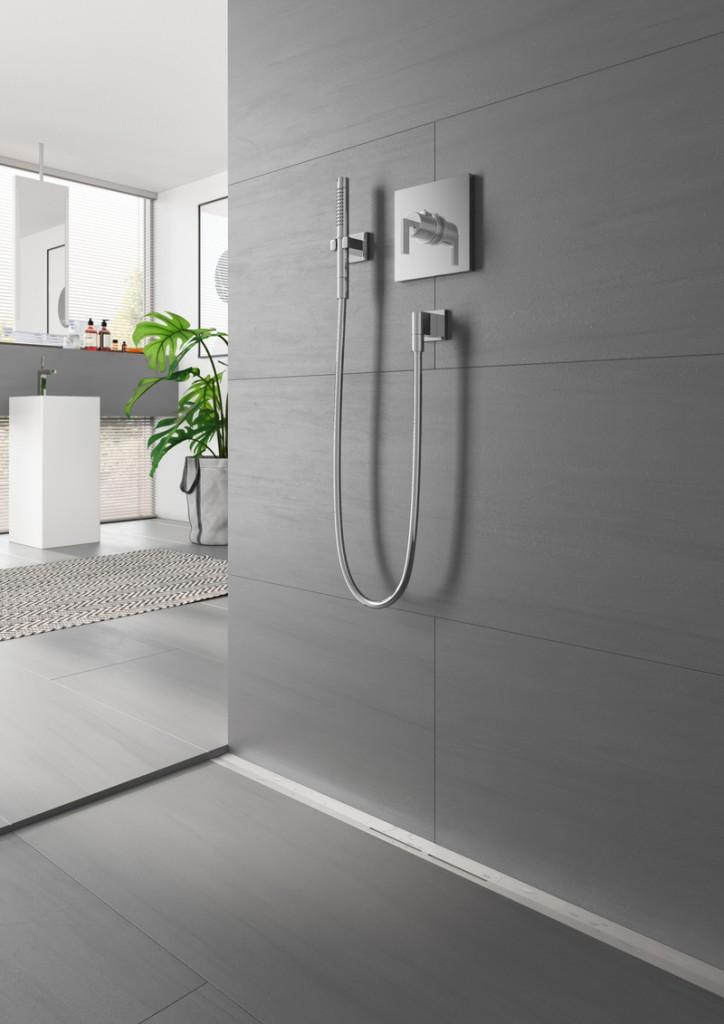 Łazienka, Nowoczesne odwodnienie liniowe - Dziś większość użytkowników nie wyobraża sobie życia bez kabiny, która coraz częściej przypomina dobrze zaprojektowaną, przemyślaną i wkomponowaną w architekturę łazienki przestrzeń prysznicową. U jej podstaw leżą – nie tyle gotowe, co szyte na miarę – rozwiązania spełniające wymogi montażowe i techniczne pomieszczenia. Fot. TECE