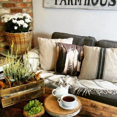 Dom w jesiennym klimacie . Gdy na zewnątrz pada miło ten czas spędzić w domu. Pozdrawiam