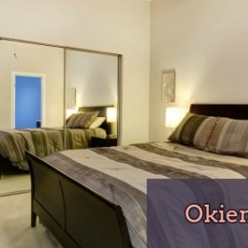 Małe mieszkanie i wielkie szafy. Jak wybrać odpowiedni model, gdzie ją umieścić i jak ukryć?