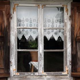 Antyczne spojrzenie na okno