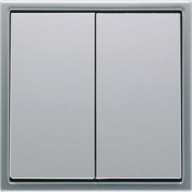 Przycisk podwójny precyzyjnie wykonany z aluminium.