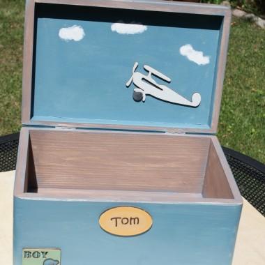 wnętrze pudełka - samolocik, chmurki