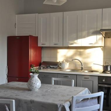 Pomalowaną kuchnię mam i ja:) Biało-szara z akcentem.