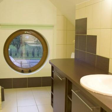 Zielono-brązowa łazienka z bambusowym motywem &#x3B;)