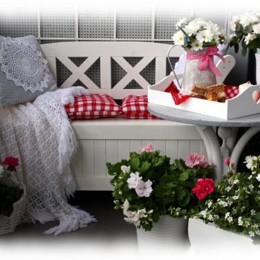 Majowy balkon w różach i bieli...