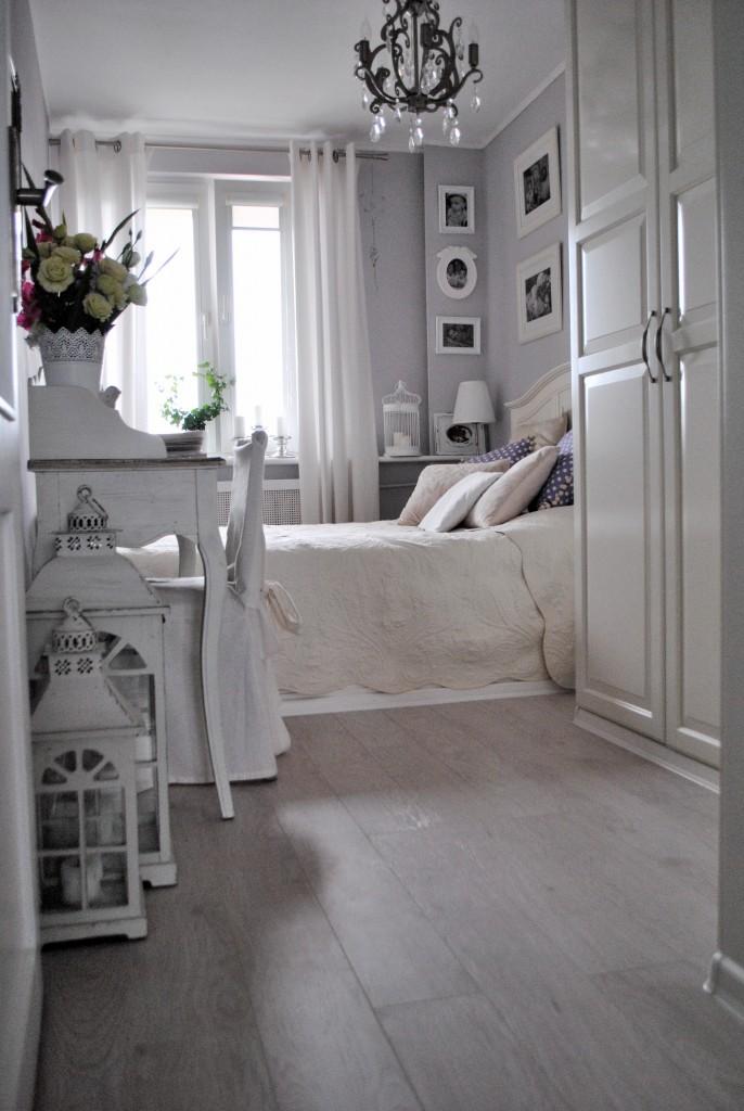 Pozostałe, Sypialnia w nowej odsłonie.... - I tu zmieniłam podłogę... Teraz w całym domu mamy jasną podłogę. Wbrew powszechnej opinii jest bardzo łatwa w utrzymaniu a przy tym powiększa optycznie przestrzeń