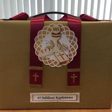 opakowanie prezentu na jubileusz kapłaństwa