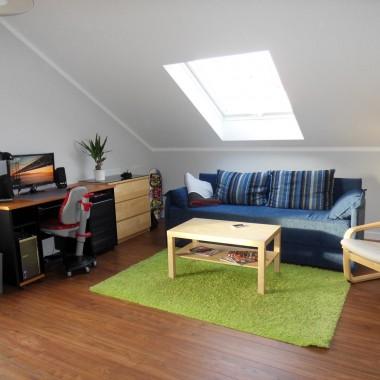 I po... choć zdjęcie nieaktualne. Mamy nowe fotele przy biurku i parę zieleninek :)
