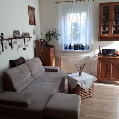 Pokój zwany salonem w moim przypadku pełniący 3 funkcje:salon,sypialnia,jadalnia.Po małych zmianach...Zapraszam!