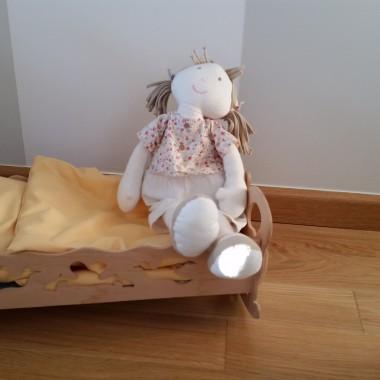 Łóżko dla lal też dostało nową pościel.