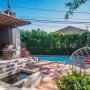 Domy sław, Anna Faris kupiła ekologiczny dom - Aktorka kupiła nieruchomość o rozstaniu ze swoim mężem Chrisem Prattem.   Pratt i Faris są właścicielami domu w Los Angeles o powierzchni ponad 1400 m2. Nieruchomość została przez nich kupiona w 2013 r. za niespełna 3 mln dol. Niedawno został wystawiona na sprzedaż za 5 mln dol.    źródło: IMP FEATURES/East News