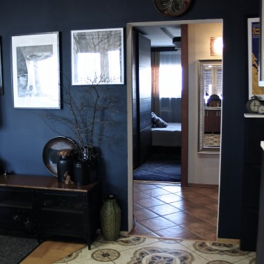 Rzut oka na dalszy ciąg mieszkania: na wprost sypialnia ( jest w poprzedniej galerii) , na prawo nora, na lewo łazienka, wc i nowy u nas pokój gościnny.