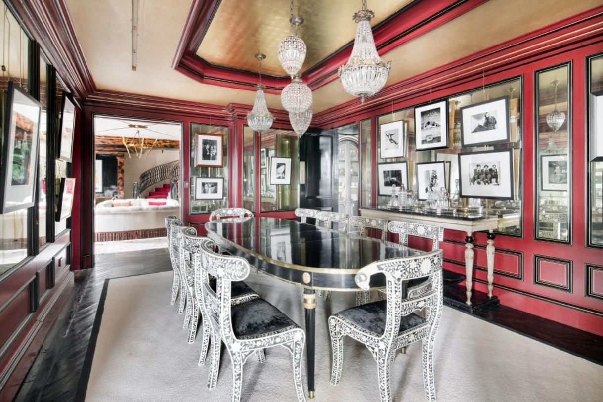 Domy sław, Tommy Hilfiger sprzedał swój ekstrawagancki apartament - Na ścianach pokoi i hallu znajdują się m.in obrazy autorstwa Andy'ego Warhola.  Źródło: IMP FEATURES/East News