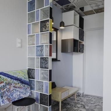 Duże wyzwanie niespełna 50 m2. Generalny remont - wymiana wszelkich instalacji, zbijanie tynków, zrywanie parkietu, itd, itd.Może kogoś zainspiruje co nie co :)