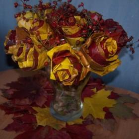 Róże z klonowych liści