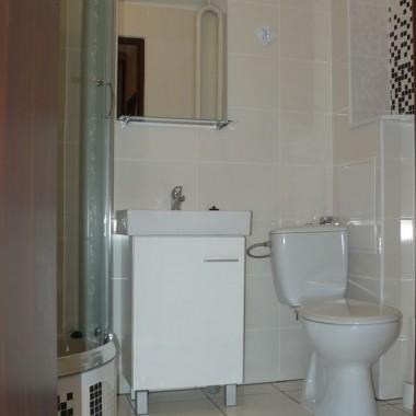 Co do układu łazienki, wiele nie można było zmienić ze względu na odpływy :(