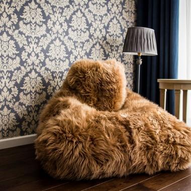 Pufy.pl, fotel Keiko Premium z naturalnej skóry owczej (cena: 1594 zł)