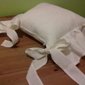 lniane poduszki na krzesła z falbanką