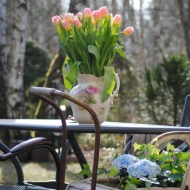 """Uwielbiam jak kwiatki """"wyjeżdżają"""" na ogród :)"""