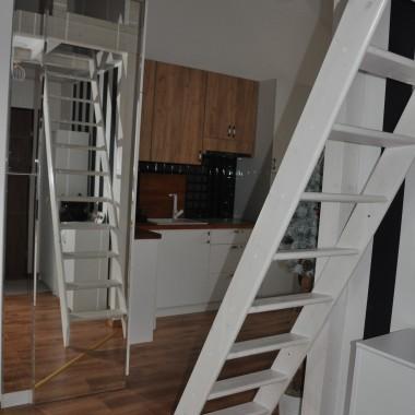 Jeszcze bez barierek na schodach