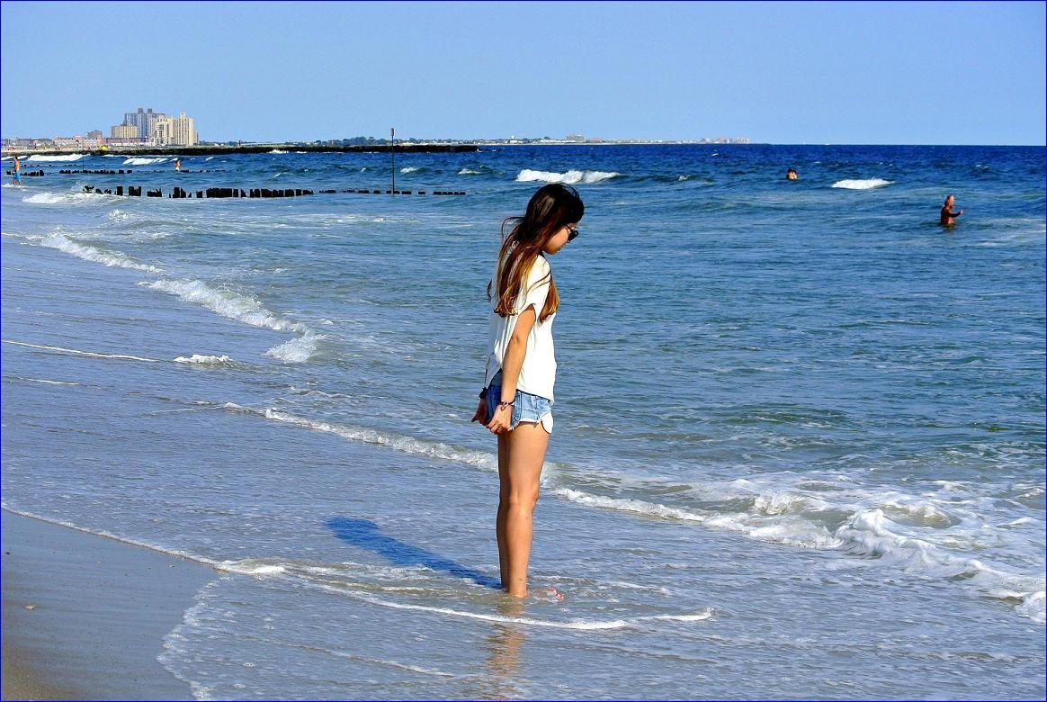 Pozostałe, ..im się powiodło... - ..Dziewczyna na brzegu oceanu.