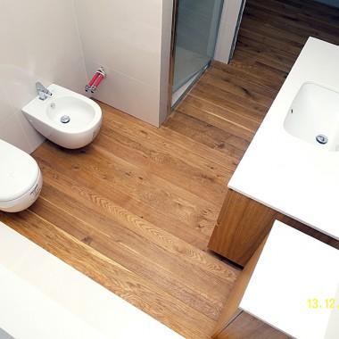 Realizacja łazienki z drewna Dąb szczotkowany, olejowany w Zielo