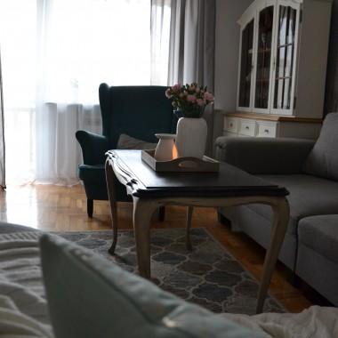 zapraszam do mojego saloniku. Fotel, inne obicie kanapy i witrynka...kilka nowości i zmian