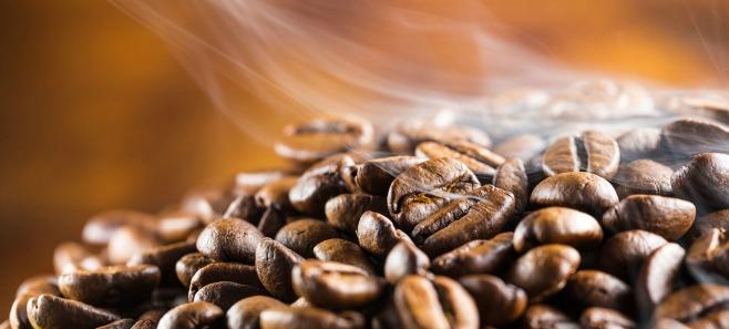 Mało znane zastosowania kawy. Przyda się szczególnie w plenerze