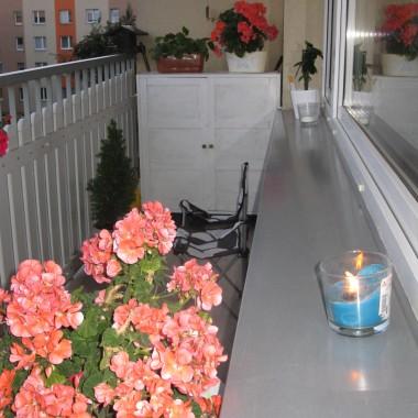 Zapraszam na kawkę na moim skromnym balkoniku:)P.S cieszę się z moich nowych płytek&#x3B;)