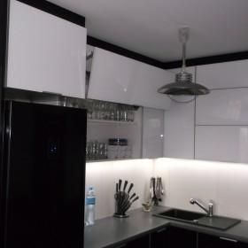 Kuchnia Czarno białe szkło