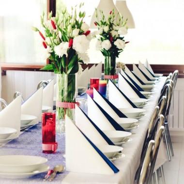 Dekoracja stołu na chrzciny