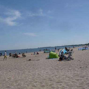 ..............pogoda dopisuje ...........niektórzy już się opalają :) Pozdrawiam Was bardzo serdecznie z trójmiejskiej plaży :)