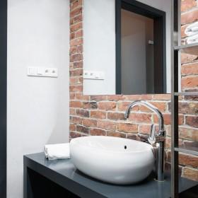 Okiem eksperta: Jak optycznie powiększyć przestrzeń w małej łazience?